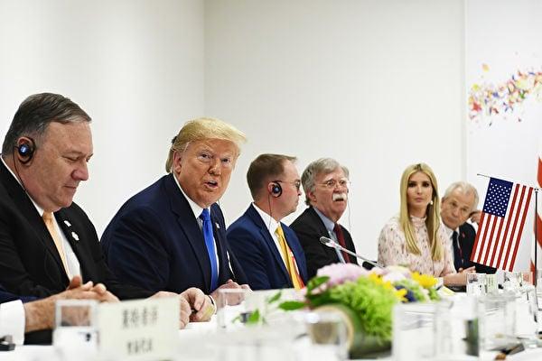 日本大阪時間上周六(6月29日)上午11點47分,美國總統特朗普與中國國家主席習近平開始舉行午餐會晤。(Brendan Smialowski/AFP)
