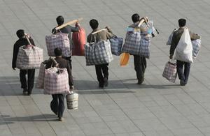 貿易戰下 中國去年進城農民工減少204萬