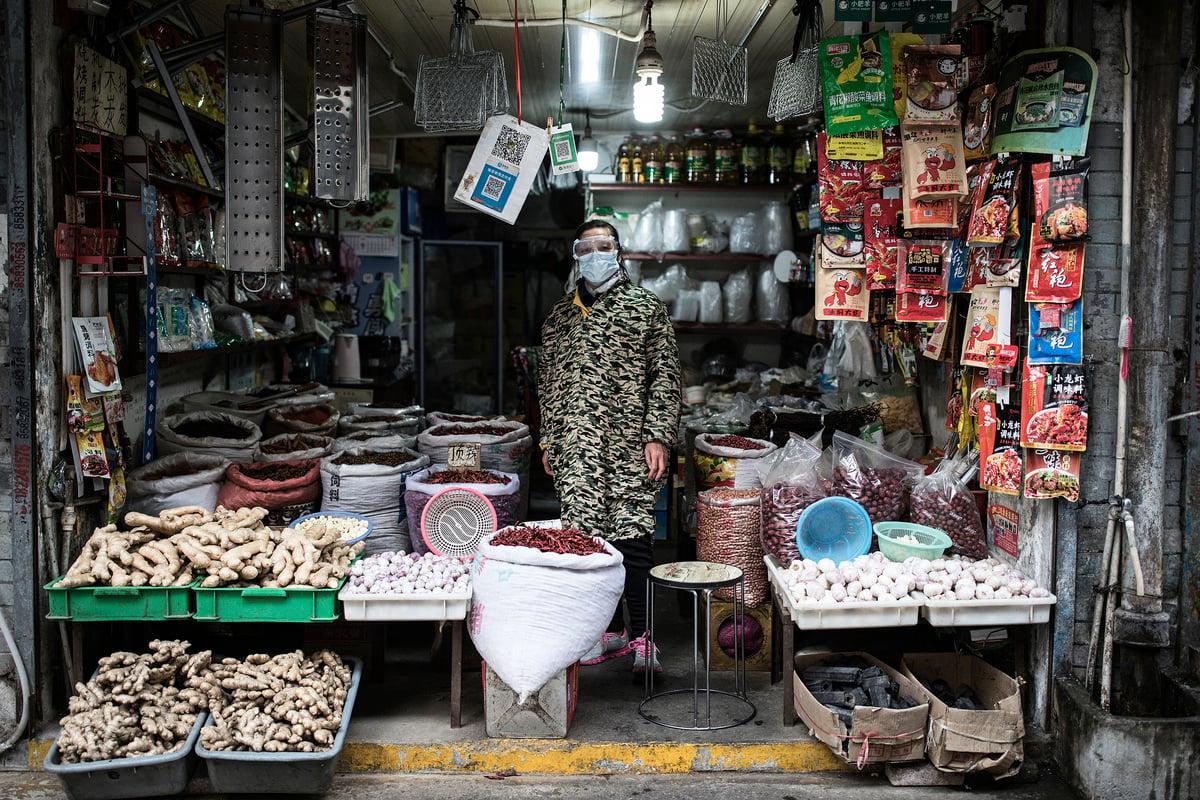 中共病毒(武漢病毒、新冠病毒)疫情持續肆虐中國各地,封城和管制民眾活動,極大地傷害地方經濟,尤其是小本經營的小店舖最難熬。(Getty Images)