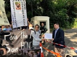 組圖:香港銀髮族領館請願 尋求國際援助