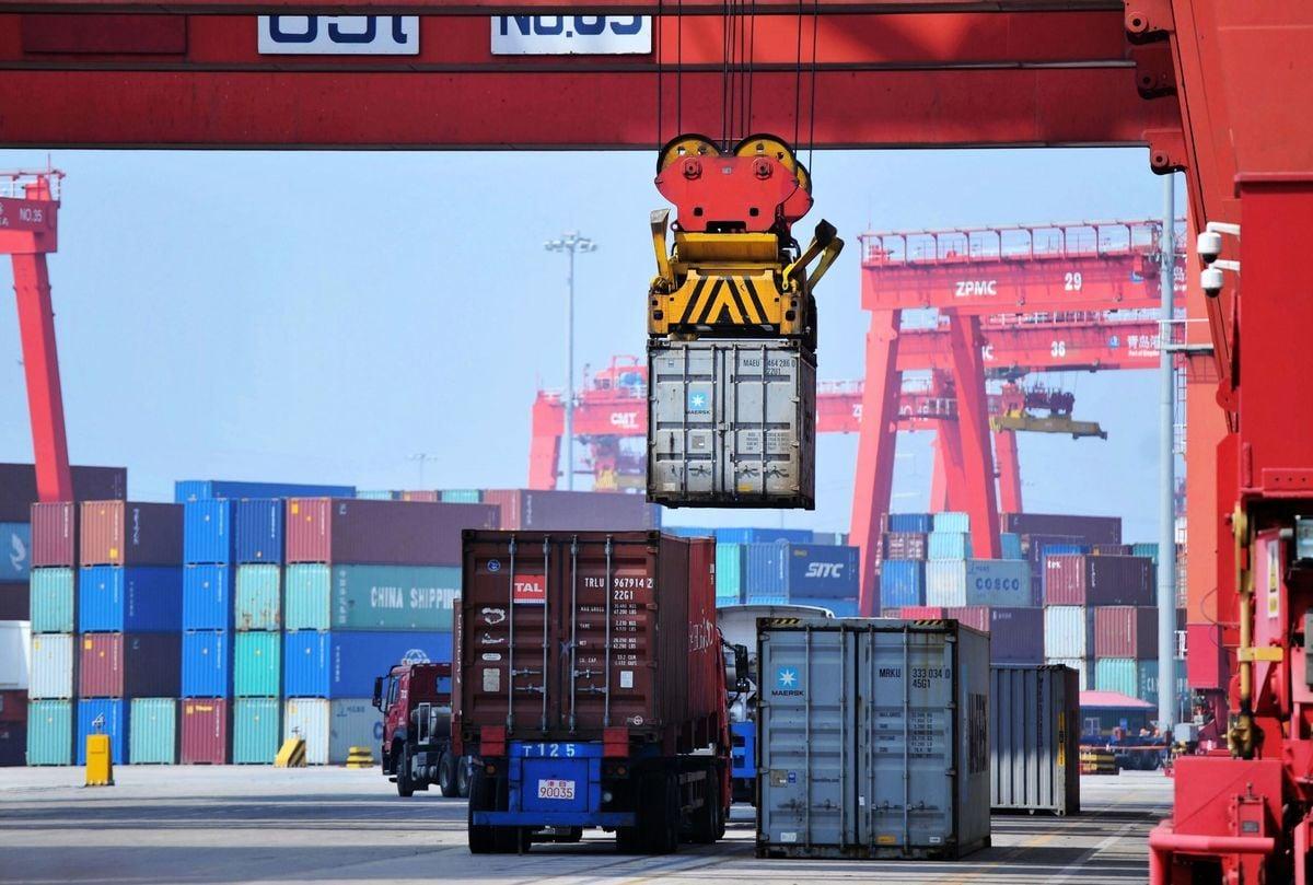 中美新一輪貿易談判下周舉行,美國總統特朗普上周表示,談判進展順利。特朗普此前也強調,對華關稅可能保持一段時間。(AFP/Getty Images)