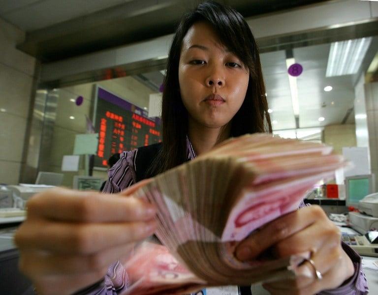 年薪數十萬的中國中產家庭,生活都如履薄冰,中國家庭的負擔到底有多重。(Photo by FREDERIC J. BROWN / AFP)