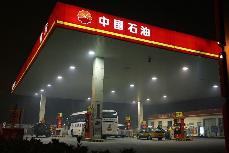 1月17日,出身煤炭系的張玉卓主掌中石化,打破了幾十年來石油、石化系統官員主掌石油央企的慣例。圖為北京一處中石油的加油站。(FREDERIC J. BROWN/AFP/Getty Images)