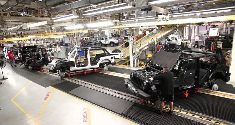 特朗普上任以來,堅持啟動貿易戰,迫使中共放棄對美國、對世界的經濟侵略。在美國的「中國製造」可能會很快讓位「美國製造」。圖為俄亥俄州托萊多市的佳士拿吉普車裝配廠。(Bill Pugliano/Getty Images)
