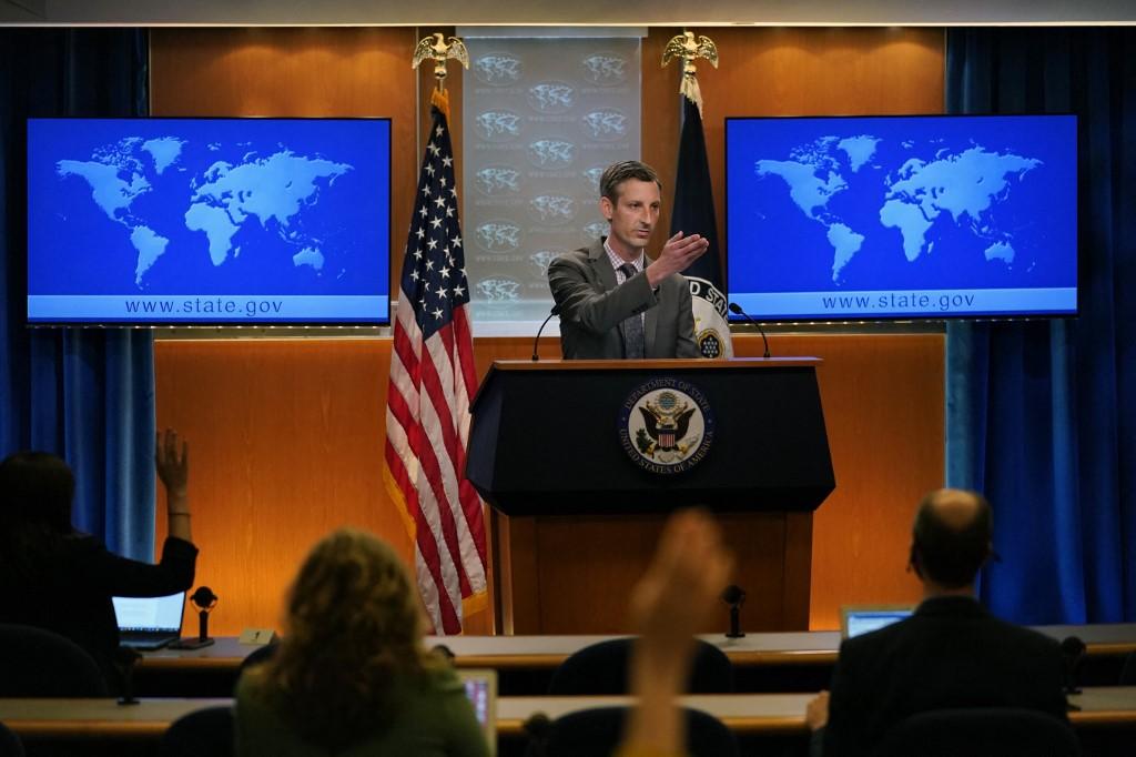 美國國務院周二(7月13日)表示,美國將繼續追究中共和香港當局侵蝕香港法治的責任。圖為2021年3月31日,國務院發言人普賴斯在新聞會上。(Carolyn Kaster/POOL/AFP)