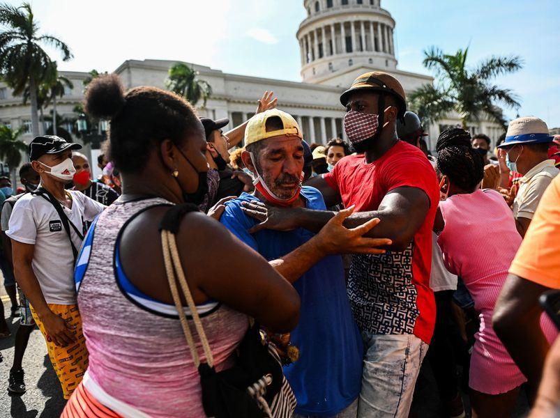 抗議共產政府 數以千計古巴人上街遊行(多圖)