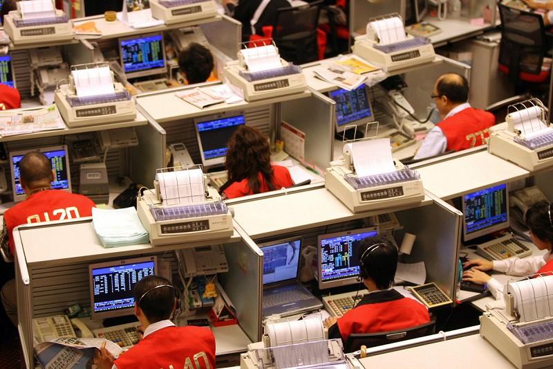 鼠年開年兩日,恆指累計暴跌1,500點,過去6個交易日市值蒸發將近3萬億港幣。(大紀元)