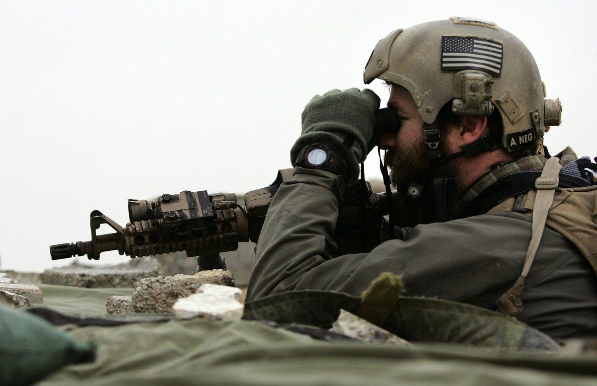 美國海軍作戰部副部長莫蘭(Bill Moran)日前表示,海豹部隊正將其任務重心從反恐轉移到應對中俄等威脅上。圖為2007年1月21日,海豹部隊一名隊員在伊拉克執行任務。(John Moore/Getty Images)