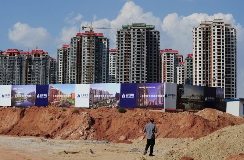 2021年3月5日,大陸上市房企出現股價大跌。圖為大陸一處房地產開發商施工現場。(MARK RALSTON/AFP/Getty Images)