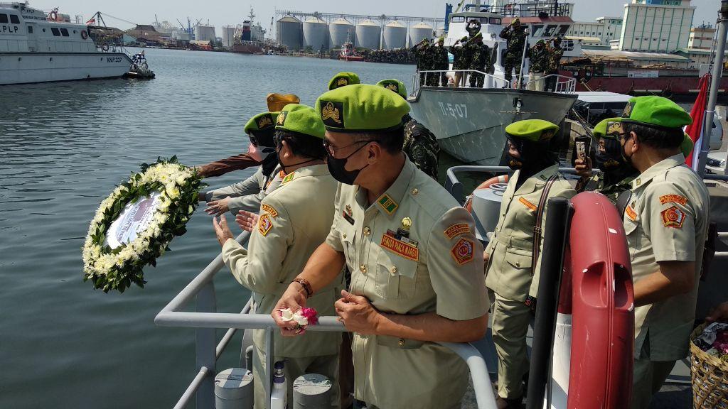 心碎影片 沉沒印尼潛艇軍官合唱告別歌