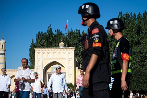 多份報告宣稱,至少有一百萬維吾爾人被關押在集中營。(JOHANNES EISELE/AFP/Getty Images)