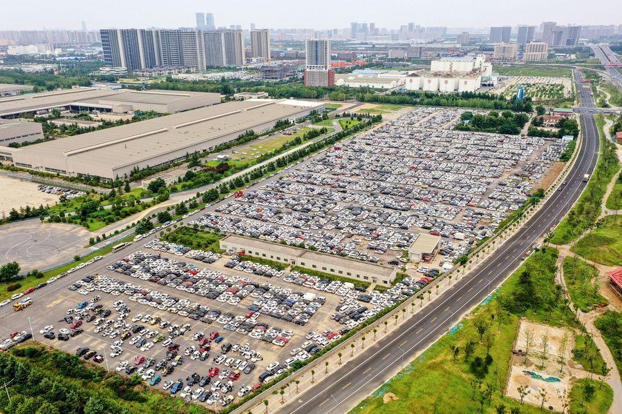 鄭州大量泡水車空拍照驚人 網民:車主呢?