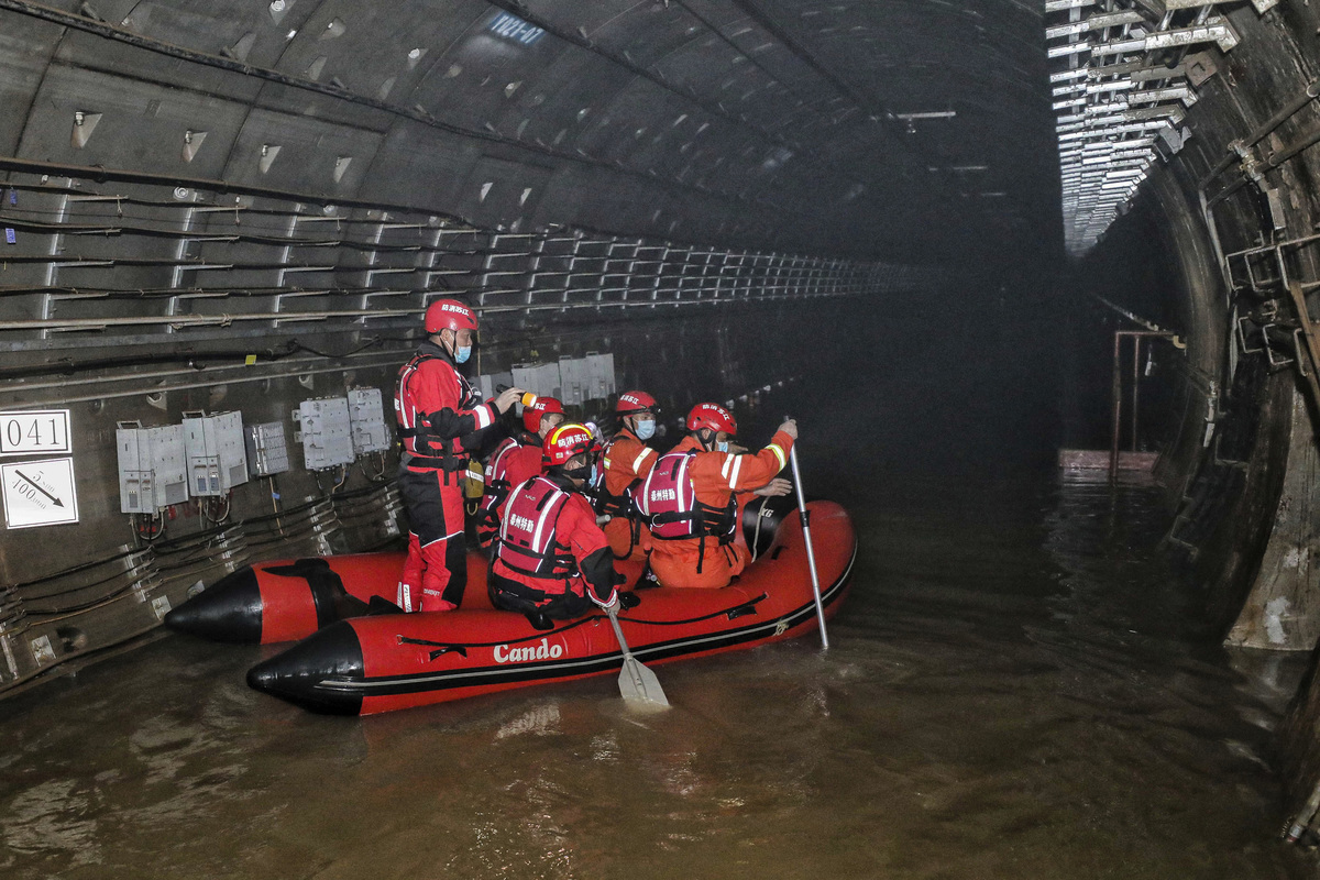 鄭州的地鐵近期發生淹水災情。(STR/AFP via Getty Images)