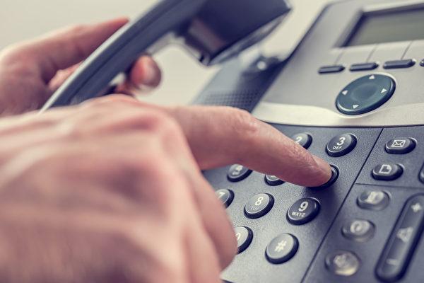 撥打電話號碼。(fotolia)