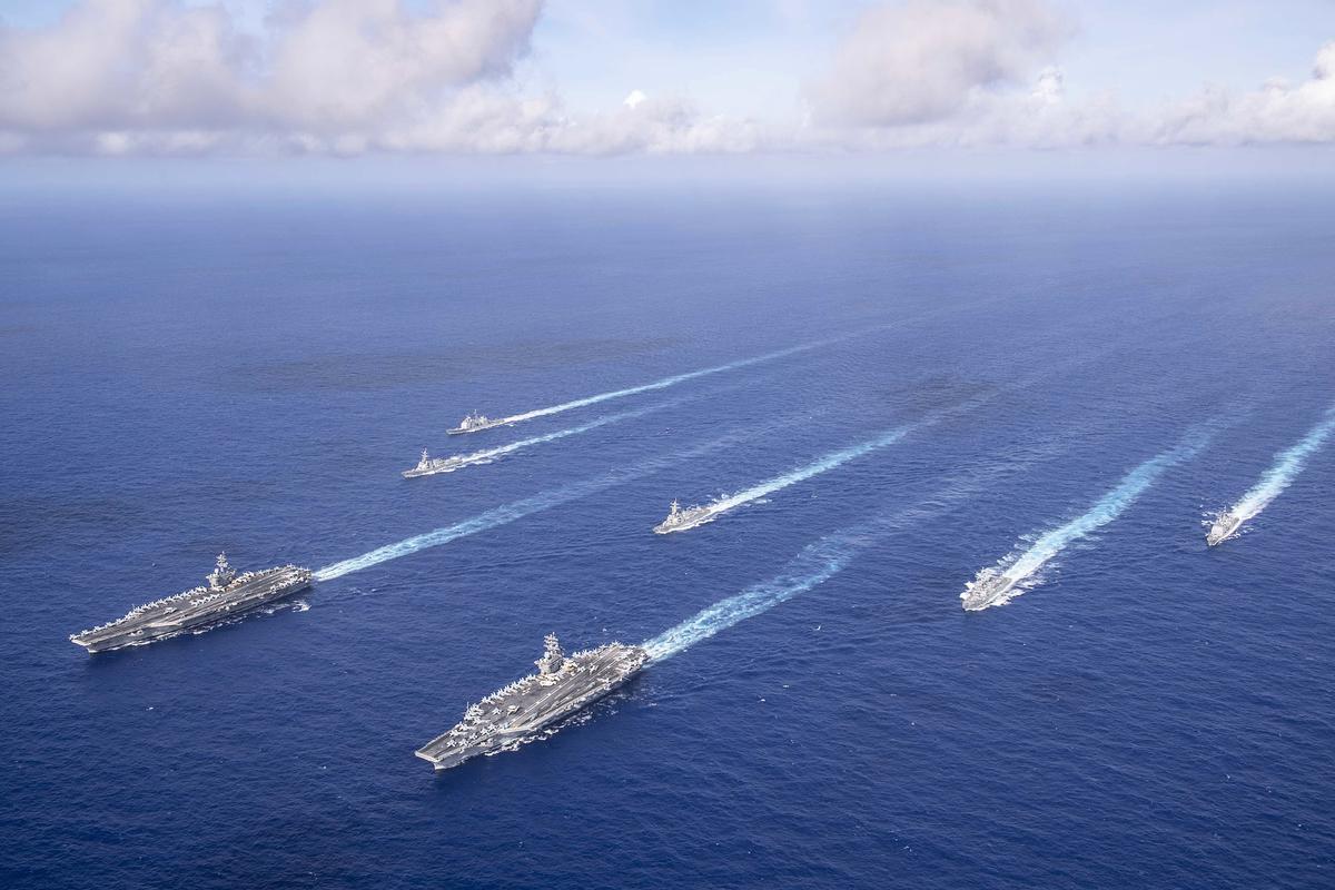 2020年6月23日,美軍羅斯福號航母與尼米茲號航母在太平洋聯合演習。(美國海軍)