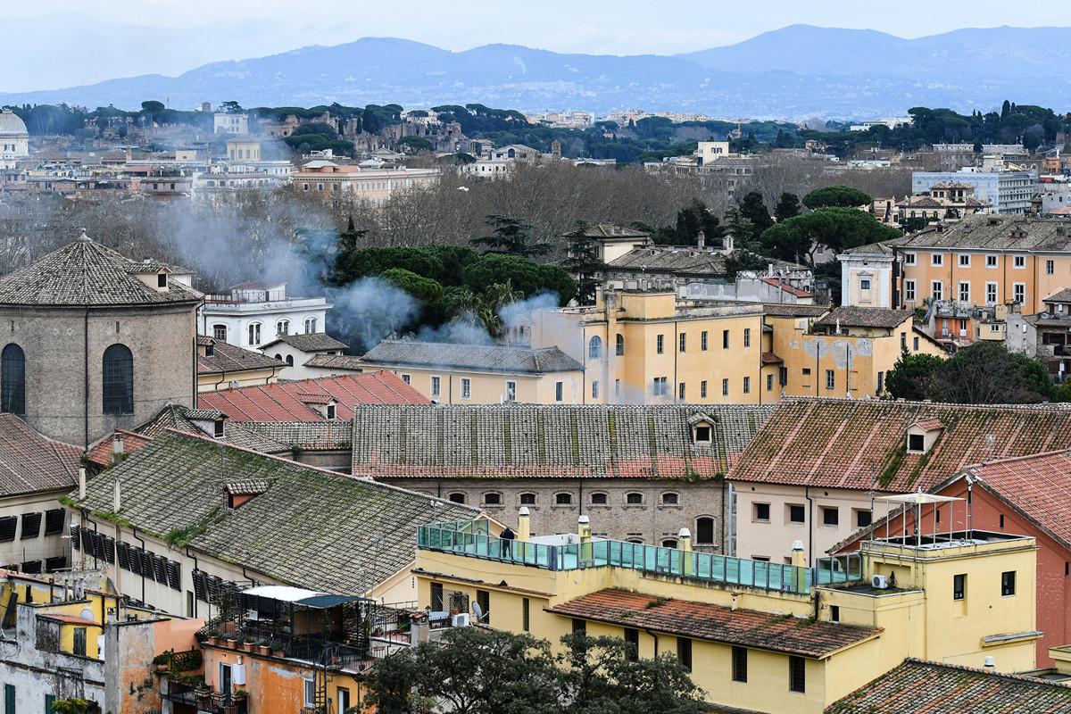 意大利司法部在一份聲明中說,為制止中共病毒的傳播而禁止探監後,在22所監獄中發生了暴動。多名囚犯在暴亂中喪生,有些囚犯繼續佔領設施。(Photo by Alberto PIZZOLI/AFP)