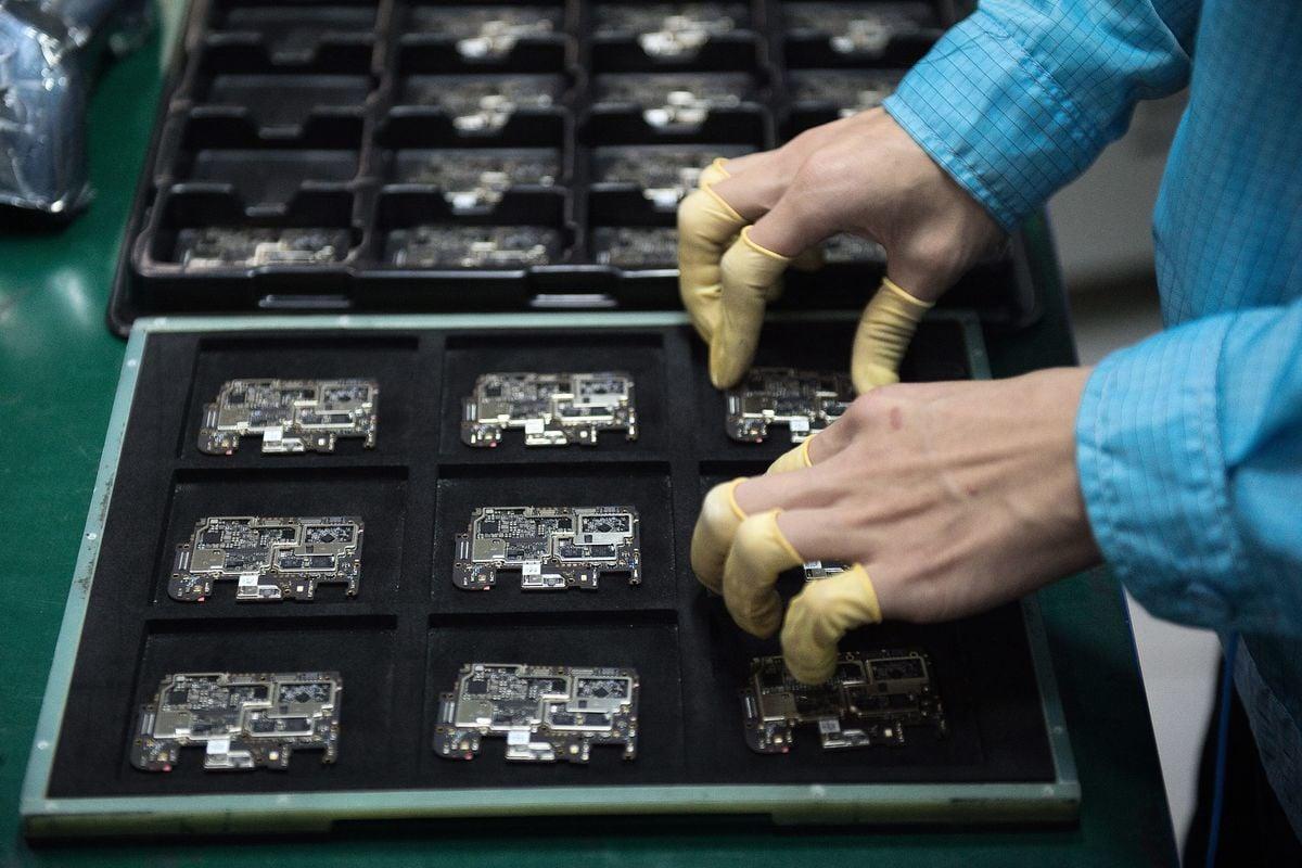 美國政府正考慮是否把「中芯國際」──中國最先進的半導體製造商拉入貿易黑名單。(NICOLAS ASFOURI/AFP via Getty Images)