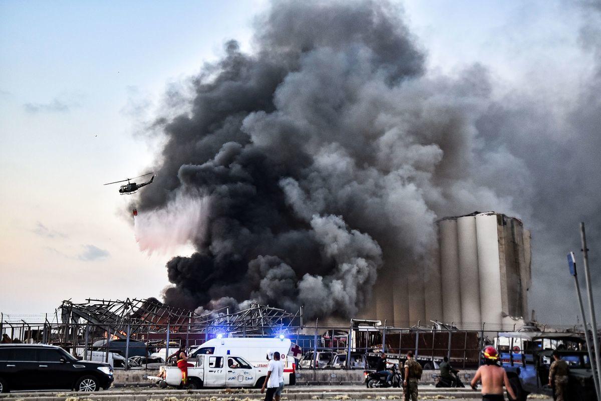 2020年8月4日,黎巴嫩首都貝魯特貝魯特港發生兩宗大型爆炸事故。(STR/AFP via Getty Images)