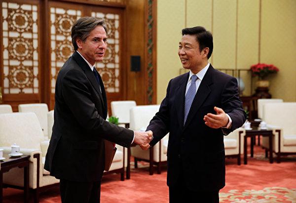 2015年2月11日,布林肯作為美國副國務卿訪問北京,時任中共國家副主席的李源潮與布林肯見面。(Andy Wong – Pool/Getty Image)