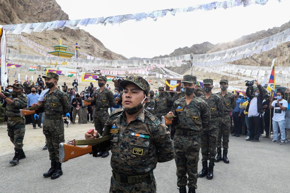 印度特別邊境部隊是一支秘密部隊,多由藏人組成。圖為2020年9月7日,印度特別邊境部隊一名陣亡隊員的葬禮。(Mohd Arhaan ARCHER/AFP)