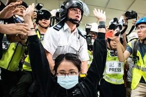 警民流血衝突 港人質問林鄭龜縮 警棍治港