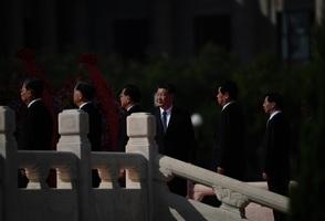 鍾原:中共政治局開會不尋常 黨媒吹捧講政治