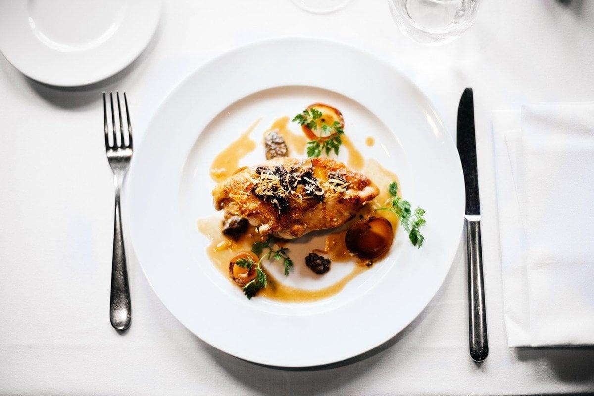 瑞典「一人餐桌」餐廳將於2020年5月10日開幕。圖為餐桌上的餐點,與本文無關。(Pixabay)