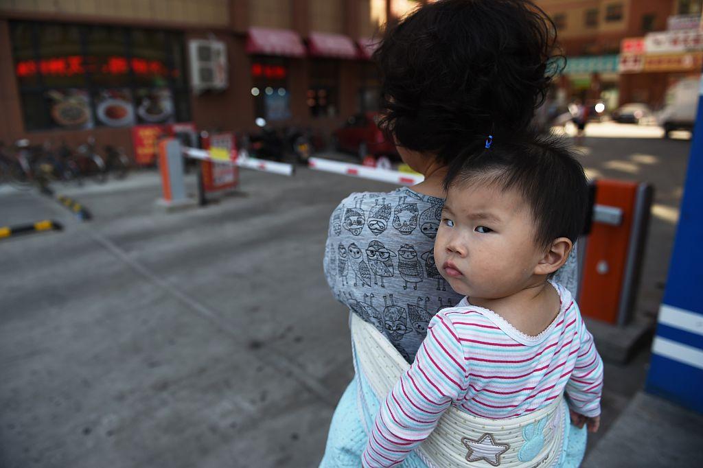 中共公安部2月8日發表《2020年全國姓名報告》,顯示2020中國出生人口出現崩盤式下跌。(GREG BAKER/AFP via Getty Images)