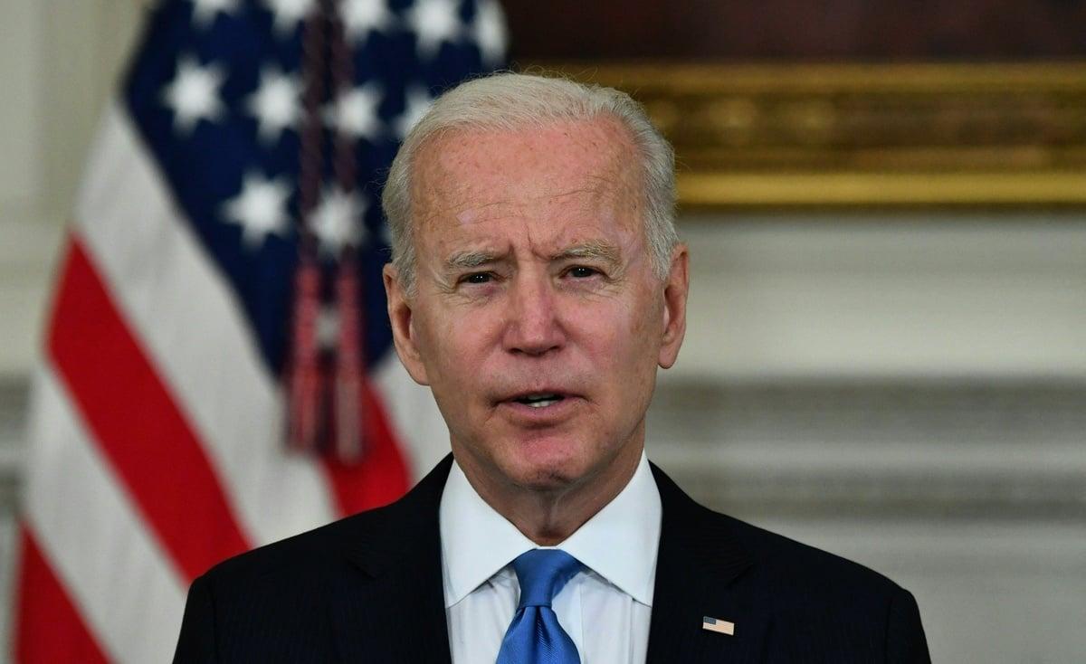 2021年5月5日,美國總統祖拜登(Joe Biden)在白宮國宴室(State Dining Room)就《美國營救計劃》(American Rescue Plan)發表講話。(NICHOLAS KAMM/AFP via Getty Images)