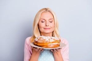 失去兒子的母親為陌生人的蛋糕付賬 原因感人