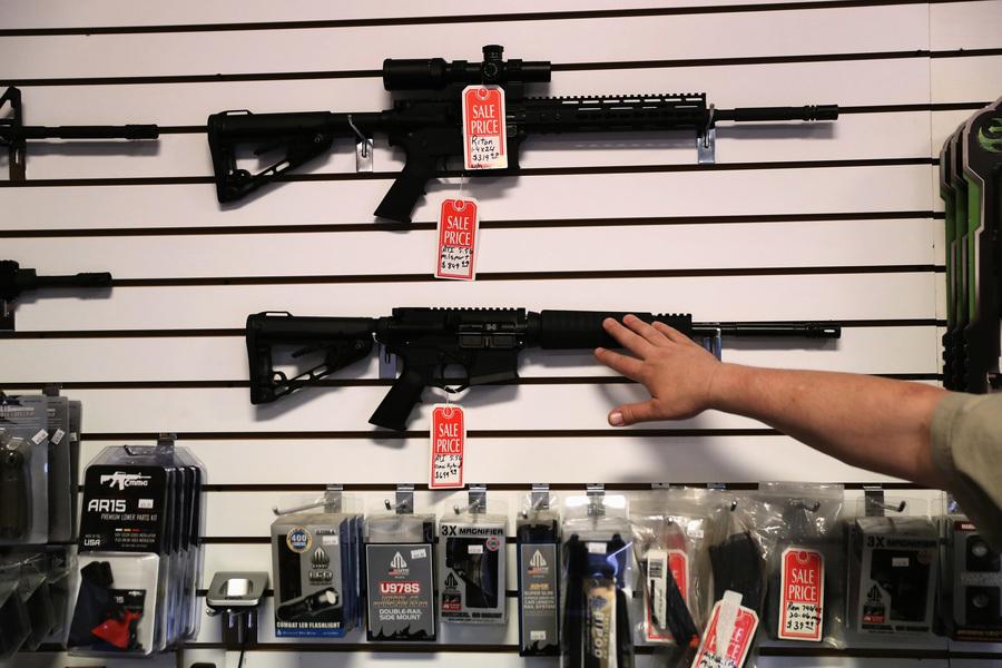 美國現購槍潮  槍枝背景調查創新高