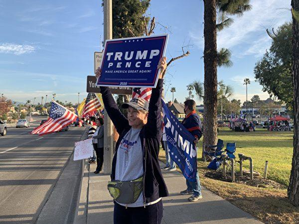 2020年12月6日(周日),加州上百位選民再次在橙縣約巴琳達市(Yorba Linda)舉行反竊選、挺特朗普集會。(姜琳達/大紀元)