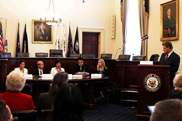 10月11日下午,美國國會「國際宗教自由核心小組」和非政府機構「國際宗教自由圓桌會議」在美國國會山舉行簡報會,聚焦中國的宗教信仰自由現況。(亦平/大紀元)