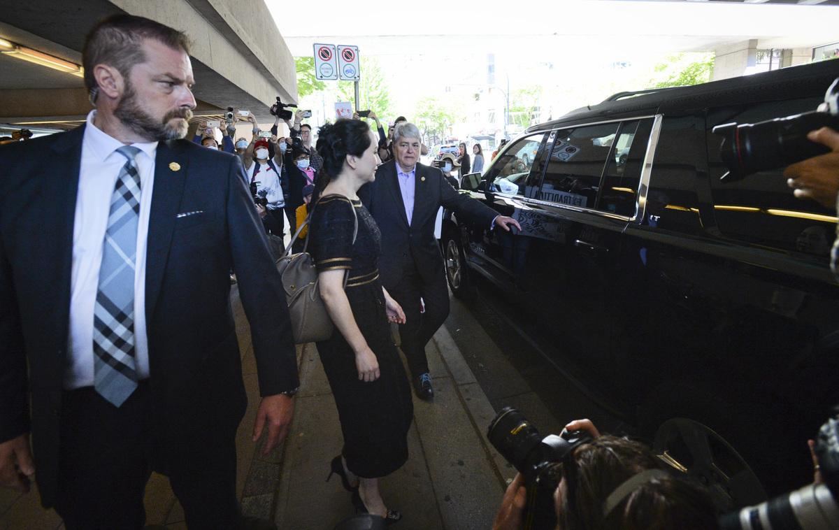 5月27日,加拿大法官裁決,孟晚舟雙重罪成立。圖為孟晚舟離開法院準備上車離開。(大宇/大紀元)