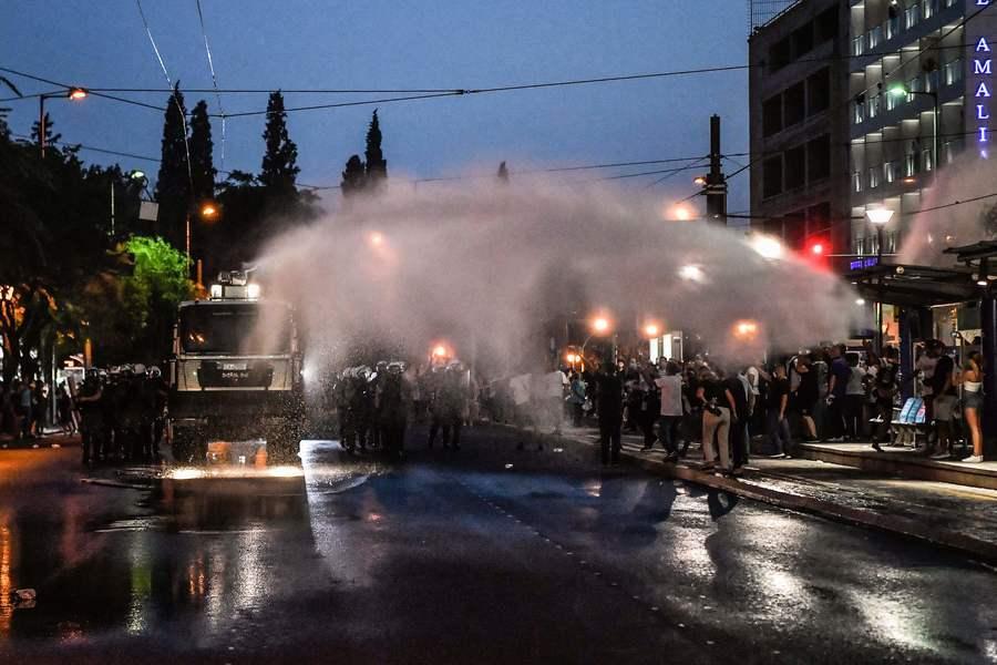 組圖:雅典數千民眾抗議強制打疫苗 遭警驅離