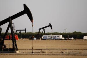 美國庫存連降兩周 西德州原油衝上七十美元