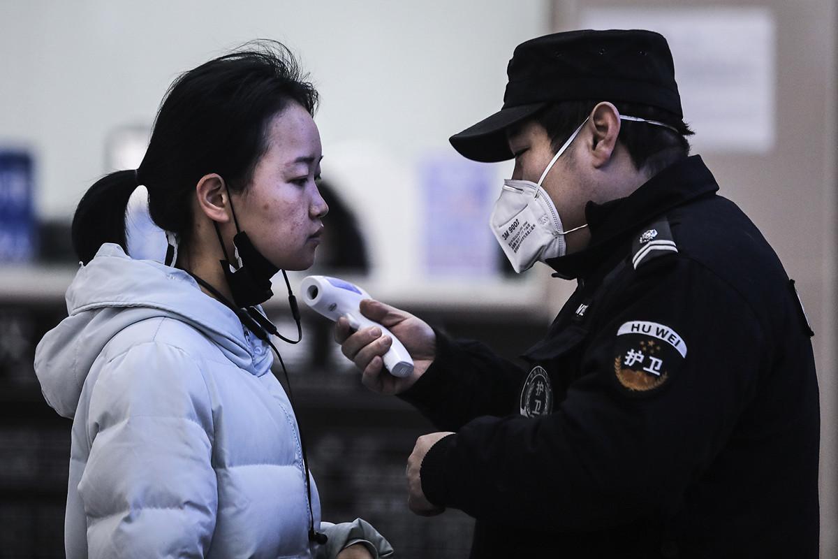 2020年1月22日,武漢市民接受體溫測試。(Getty Images)