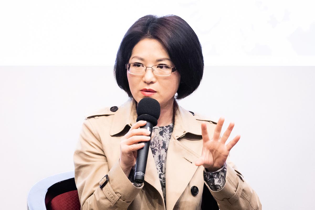 揭露中共孔子學院內幕的紀錄片《假孔子之名》在台灣放映時,導演秋旻出席映後座談。(陳柏州/大紀元)+