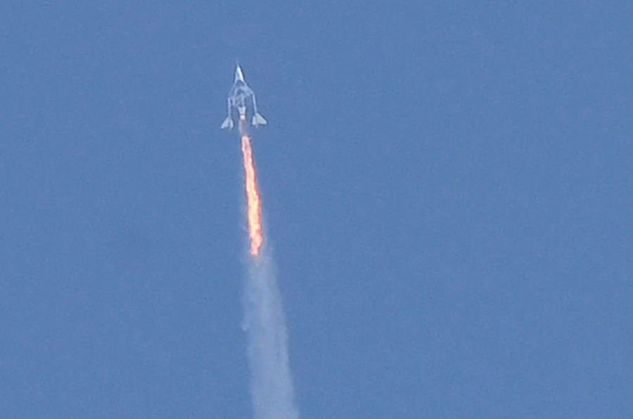 英富豪完成太空旅行返回地球 影片震撼人心