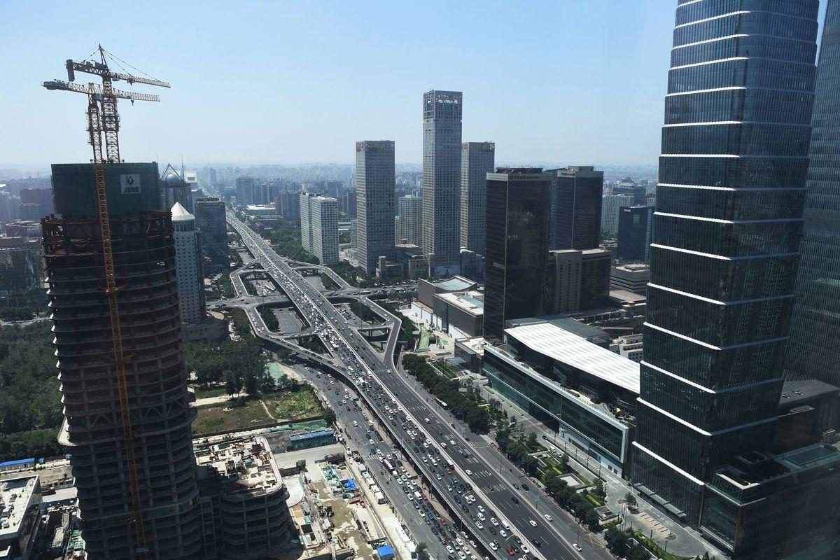 中國經濟更加嚴峻,其中債務問題更是燃眉之急,中國銀行有潛在的系統性風險,房市恐現大量「爛尾樓」。(GREG BAKER/AFP via Getty Images)