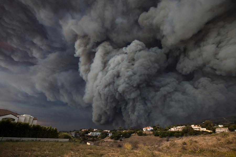 大火肆虐加州 至少9死 25萬人緊急疏散