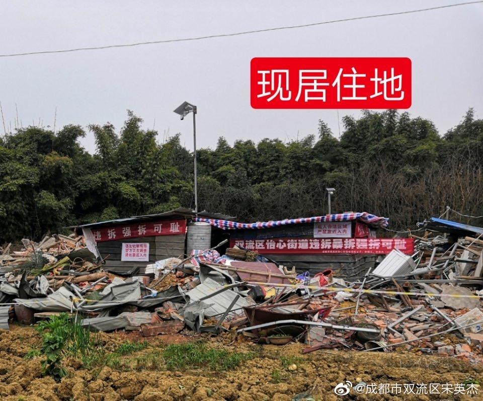 強拆後,宋英傑父子在廢墟上搭建的臨時住所,無水無電。(受訪人提供)