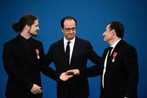 不畏恐襲 法國兩名英雄獲「榮譽軍團勳章」
