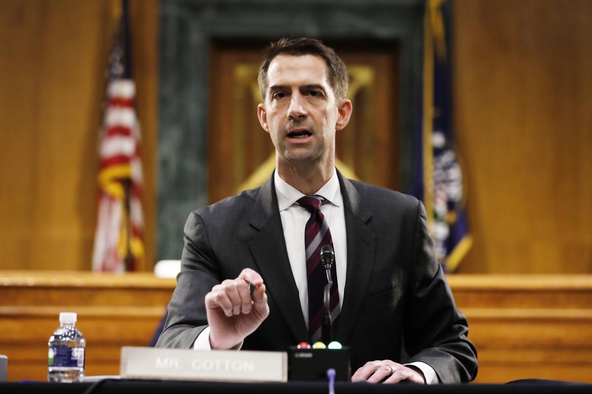 圖為參議員科頓資料照。(Photo by Andrew Harnik / POOL / AFP)