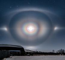 彩虹環繞月球 攝影師捕捉絕美「月華」奇景