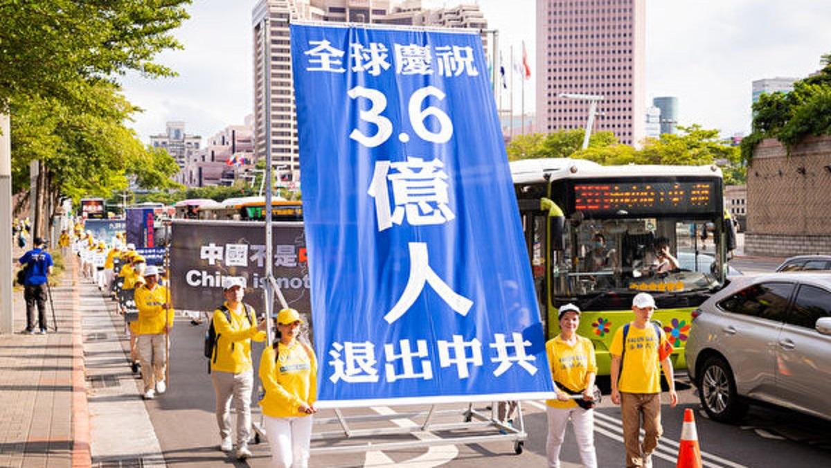 海外法輪功學員聲援3.6億中國人三退。(明慧網)