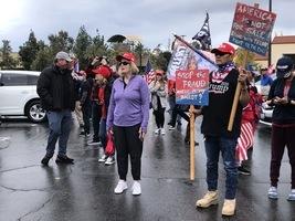 加州民眾聚比華利山:我們必須奪回美國