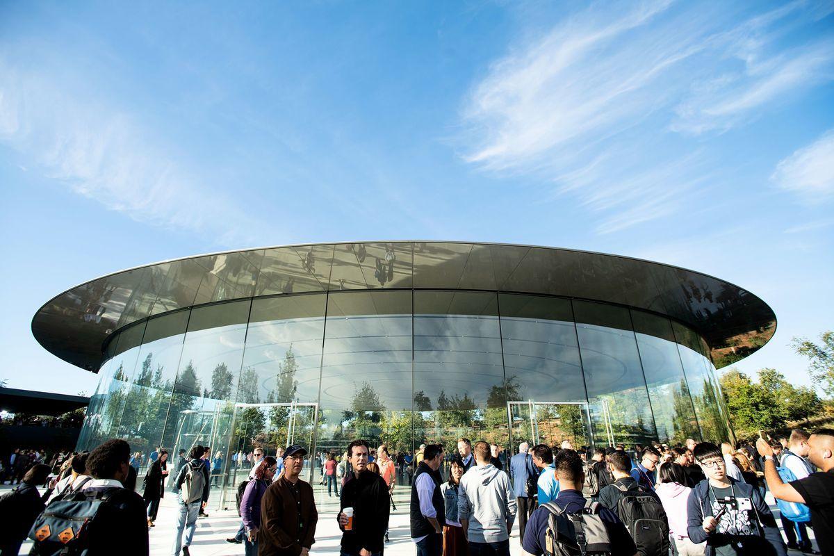 圖為蘋果公司位在加州園區的史蒂夫喬布斯劇院(Steve Jobs Theater),供產品發佈會之用。圖片攝於2018年9月12日。(NOAH BERGER/AFP via Getty Images)