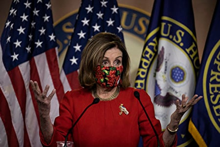美國國會眾議長、民主黨人南希·佩洛西(Nancy Pelosi)12月22日表示,贊同總統特朗普的提議,給每個美國人直接發2,000美元援助金。 (Tasos Katopodis/Getty Images)