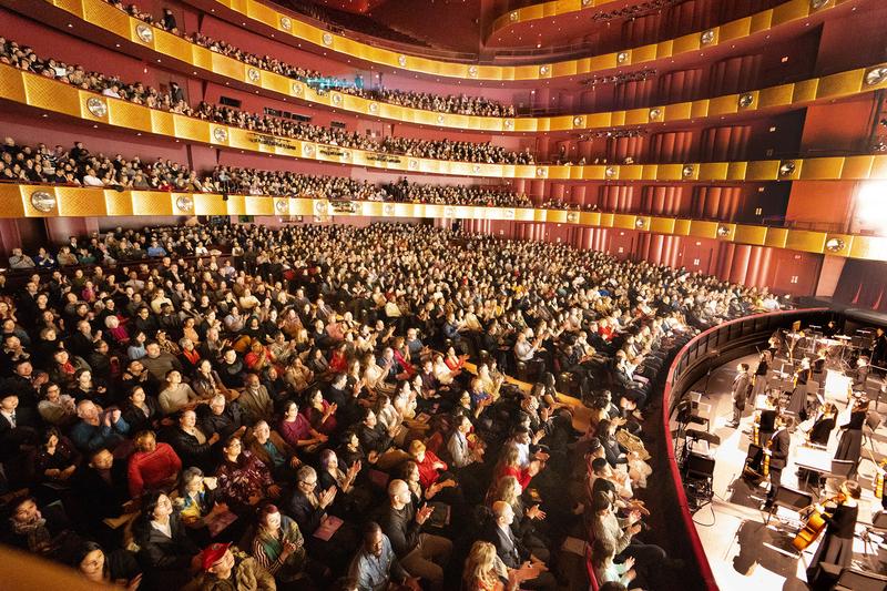 3月12日至15日,神韻紐約藝術團在紐約林肯中心大衛寇克劇院四天五場演出接連爆滿。(戴兵/大紀元)